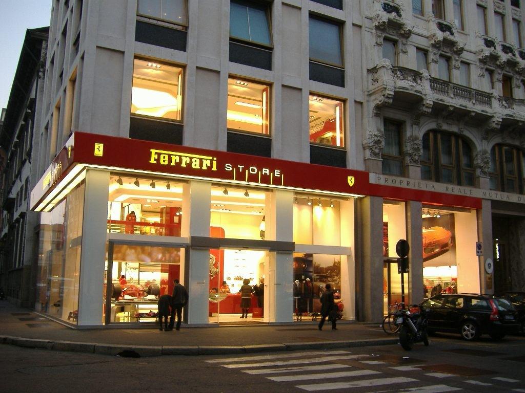 Ferrari store milano il mondo del dr pianale for Milano shop