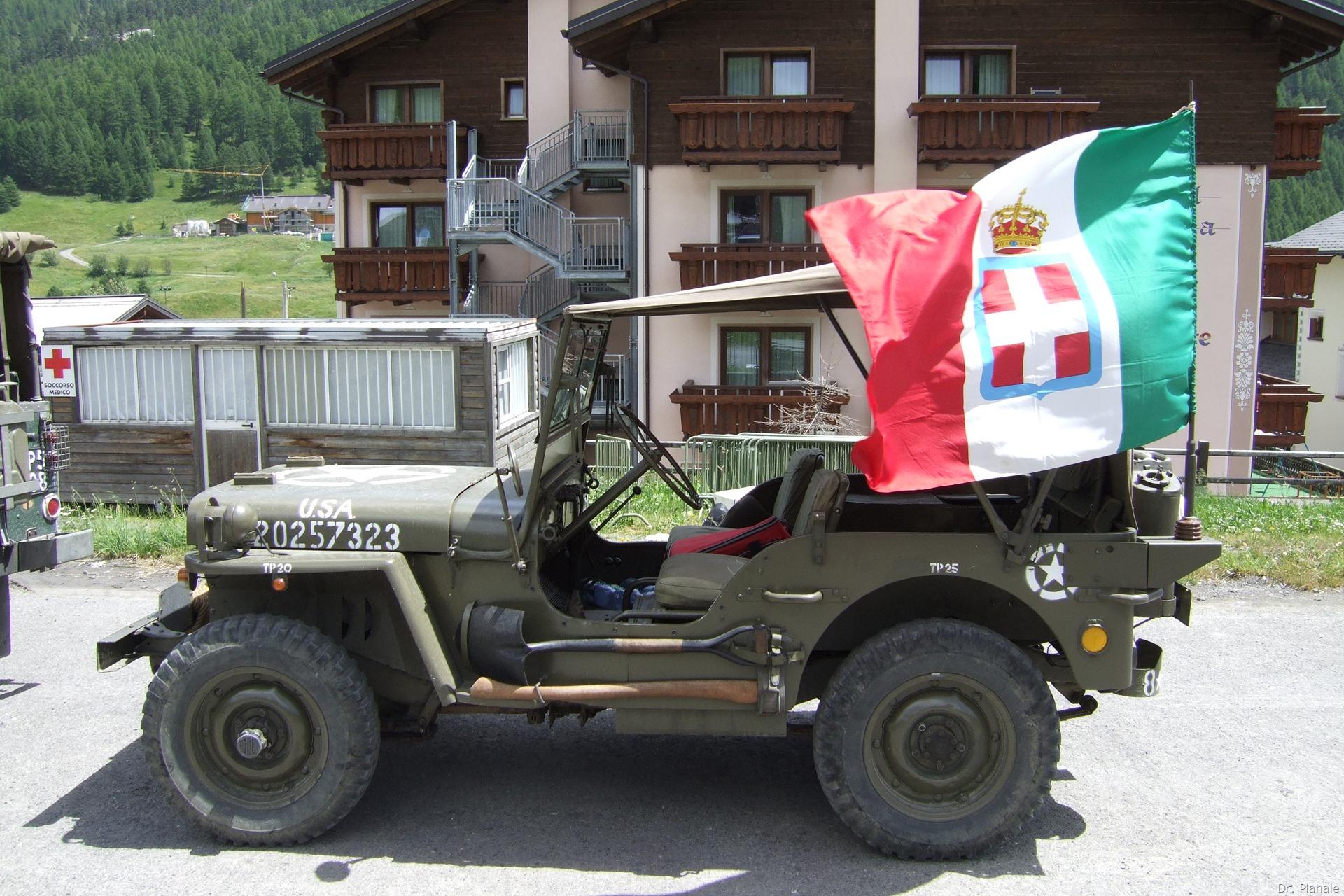 """""""Le Quattro Valli"""": raduno di mezzi militari storici a Livigno 2010 (1 di 3)"""