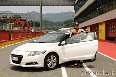 15418_Honda_CR-Z,_the_worldÆs_first_sporty_hybrid,_promoted_by_HRC_stars