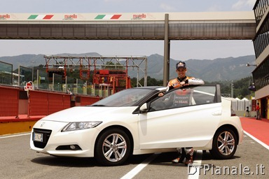 15420_Honda_CR-Z,_the_worldÆs_first_sporty_hybrid,_promoted_by_HRC_stars