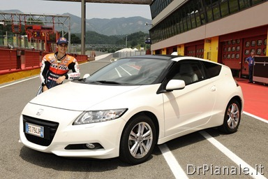 15429_Honda_CR-Z,_the_worldÆs_first_sporty_hybrid,_promoted_by_HRC_stars