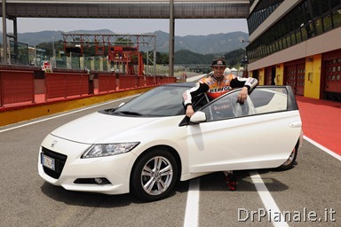 15431_Honda_CR-Z,_the_worldÆs_first_sporty_hybrid,_promoted_by_HRC_stars
