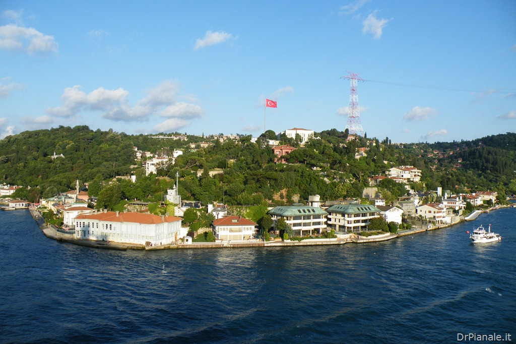 Costa mediterranea passaggio a est 3 16 luglio 2012 for Costa mediterranea ponti
