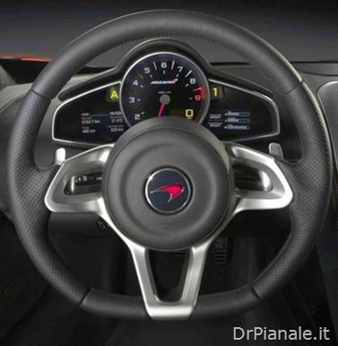 2010-McLaren-MP4-12C-Cockpit-View1