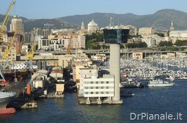 Torre e dei piloti sul molo Giano a Genova