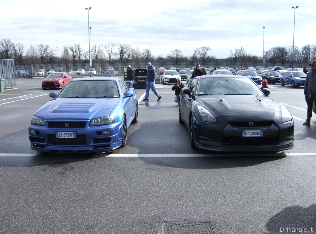 Nissan Skyline GT-R R34 vs Nissan GT-R « Il Mondo del Dr ...