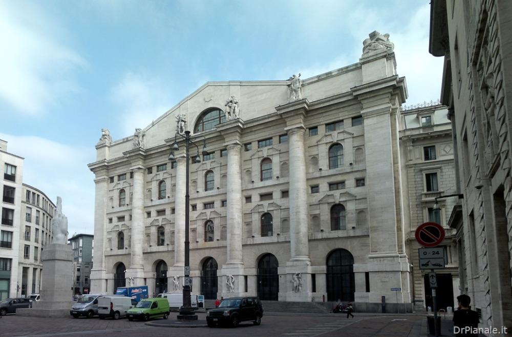 Milano - Palazzo Mezzanotte (1/2)